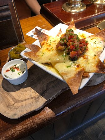 The Queens Head: The unmissable Nachos!