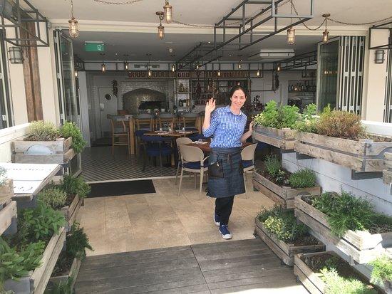 Podstrana, Chorwacja: Enter through organic garden