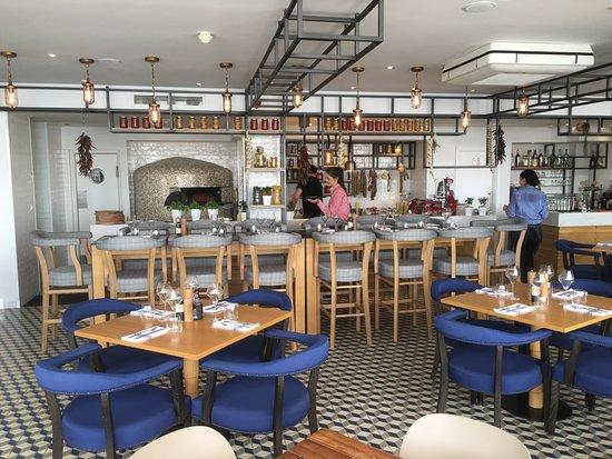 Podstrana, Κροατία: Inside with open kitchen behind