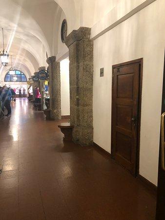 Augustiner Braustuebl: inside
