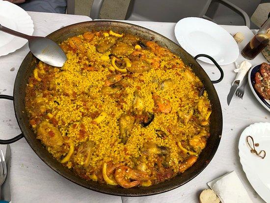 Patones, Espanha: Deliciosa paella en el Pontón de la Oliva