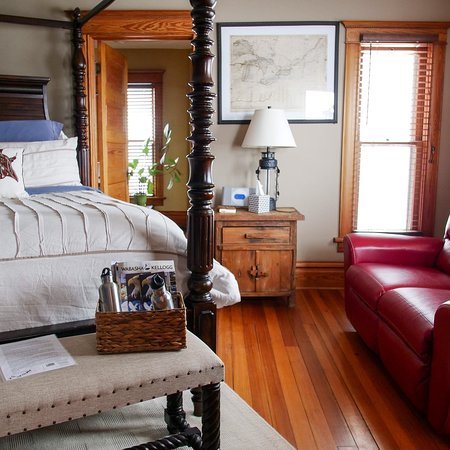 Wabasha, MN: Beautiful 1902 bed and breakfast with charming decor, delicious breakfast, the most hospitable h