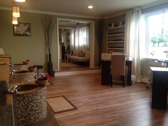 Chestertown, MD: Nail Salon Area