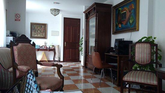 Hotel Don Paula: Zona de estar en la entrada