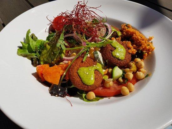 Nussloch, Niemcy: Salat mit Falafel