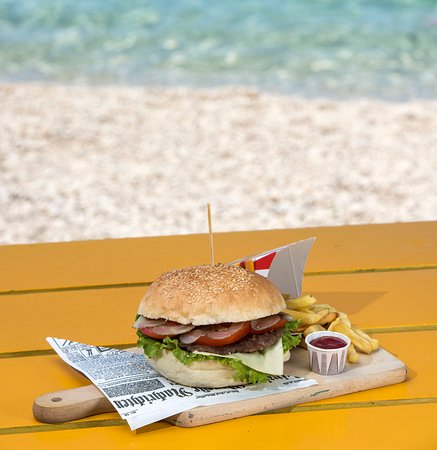 Dugi Rat, Croatia: This burger is delicious!! The ingredients are natural and the taste is great, definitely recomm
