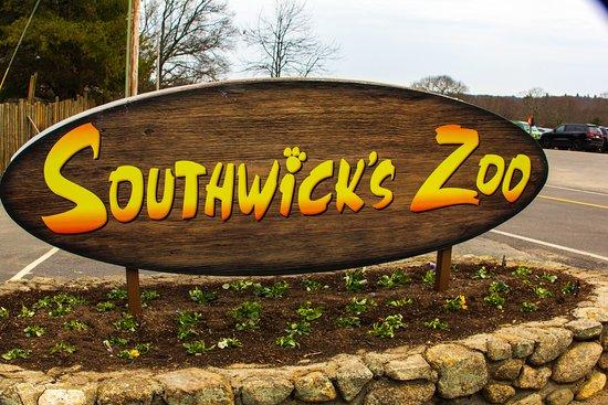 Southwick's Zoo: Park Entrance