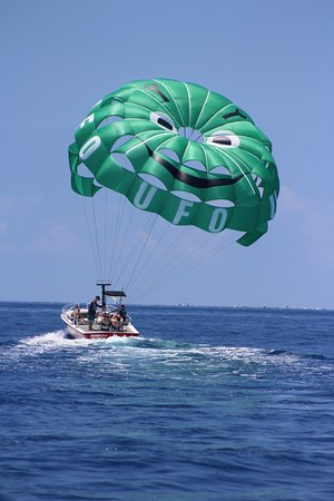 UFO Parasail: Now that's a smooth landing!