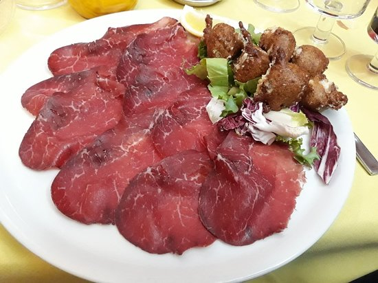 Monno, Itália: 3) Sciatt e bresaola