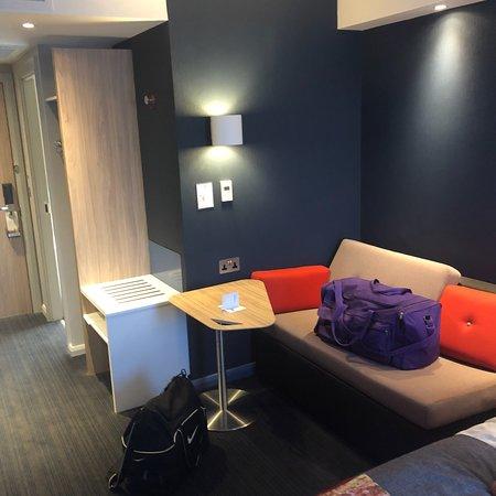 Holiday Inn Express Milton Keynes: photo1.jpg