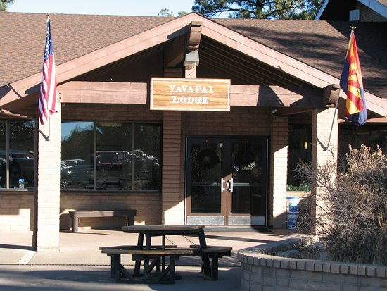 Yavapai Lodge: Check In Building
