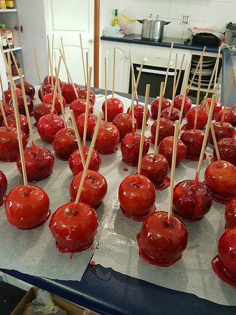 New Norfolk, Australia: Toffee apples from the Fairy Floss Lady