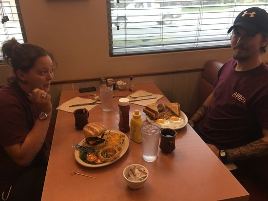 Ava, MO: Our favorites: burgers and breakfast