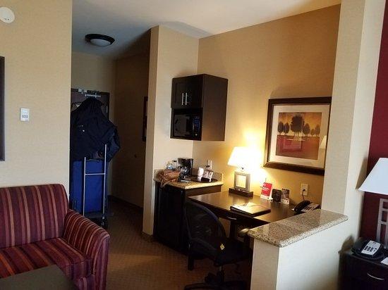 Comfort Suites Ontario Convention Center: 20180326_151009_large.jpg