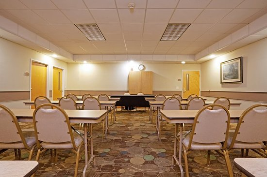 Holiday Inn Express Hotels And Suites Albermarle: Meeting room