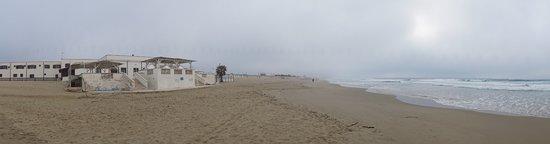 Chiatona, Italien: Hotel and beach
