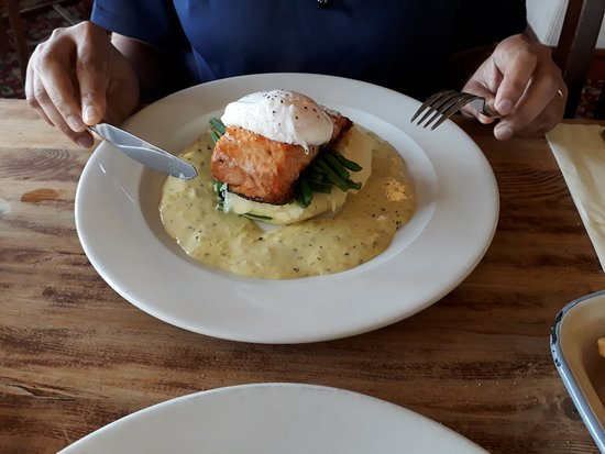 The Watermill: Salmon and bearnaise sauce. Too much sauce