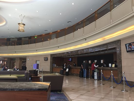 Hilton Tokyo Narita Airport Hotel: Lobby and Check in