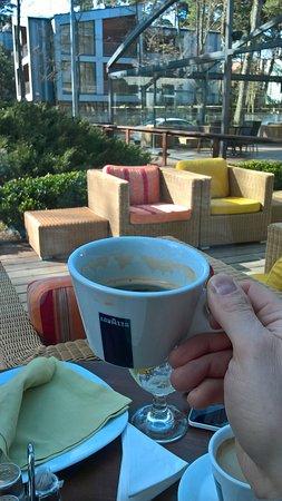 Vandenis: Вид на веранду с ароматом кофе