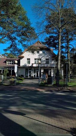 Vandenis: Вид на отель и ресторанчик