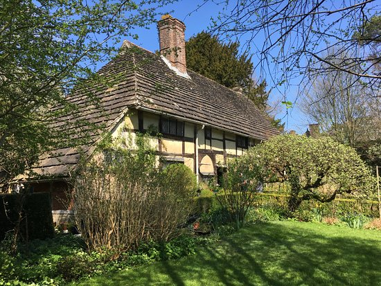 West Hoathly, UK: The Priest House and garden