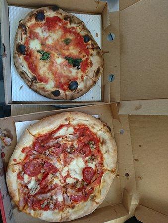 Bishopton, UK: Carne Amanti and Margherita pizzas