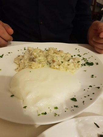 Giarre, Италия: 20180421_202326_large.jpg