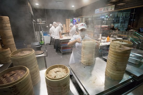Din Tai Fung: The steam area is fun to watch