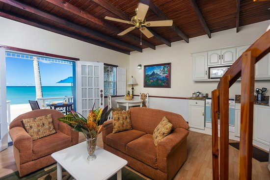 Villa Beach Cottages: Honeymoon Villa - Living Room