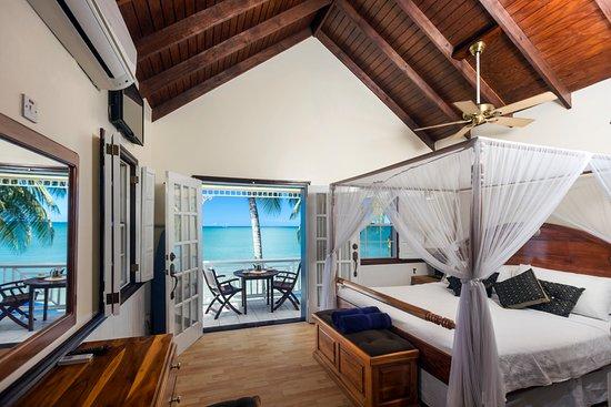 Villa Beach Cottages: Honeymoon Villa - Bedroom & Balcony