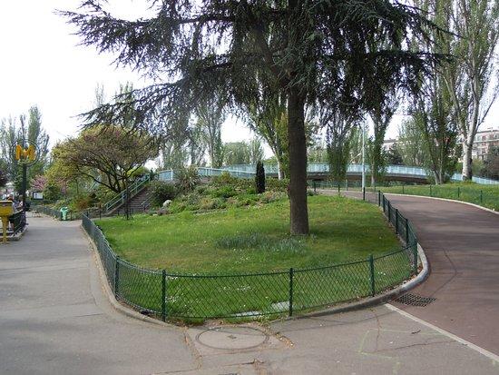 Jardin Octave Mirbeau - Picture of Place de la Porte de Saint Cloud ...