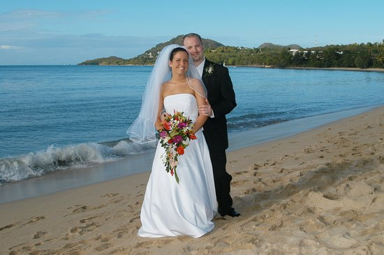 Villa Beach Cottages: Wedding Couple