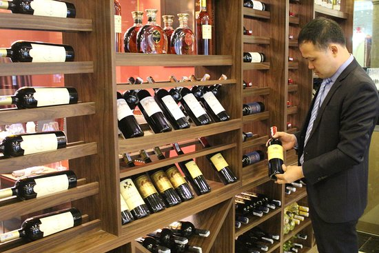 Wine cellar in good condition & reasonable price