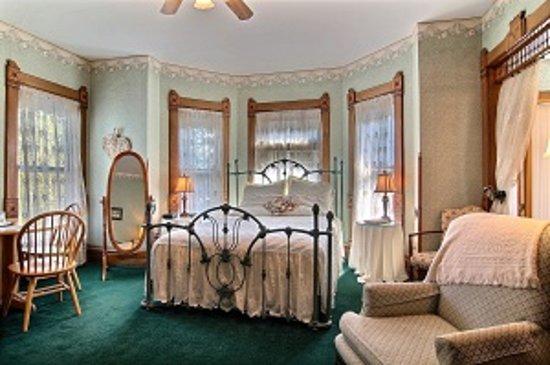 Rensselaer, IN : The Cottage Retreat room