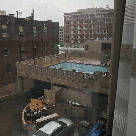 Holiday Inn Select Memphis - Downtown (Beale Street): View of ?? Pool from our window?