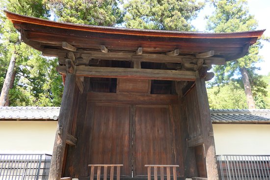 Kogaku-ji Temple: こちらは有名な中門。唯一焼失が一度も無かった建造物です。