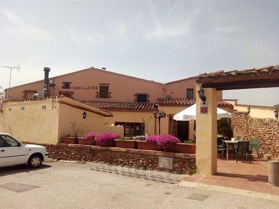 Collbato, إسبانيا: Fachada desde el aparcamiento