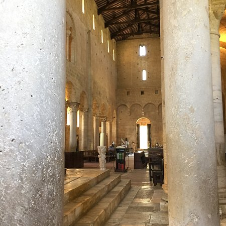 Abbazia di Sant'Antimo: photo7.jpg