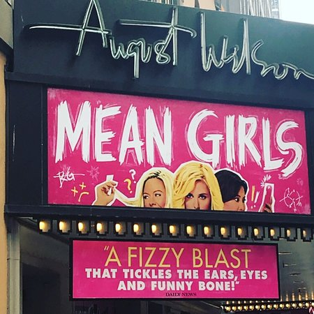 ‪Mean Girls on Broadway‬