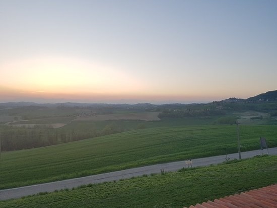 Tonco, Italy: 20180421_201654_large.jpg
