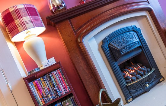 Ings, UK: Our relaxing private guest lounge with a traditional style fireplace