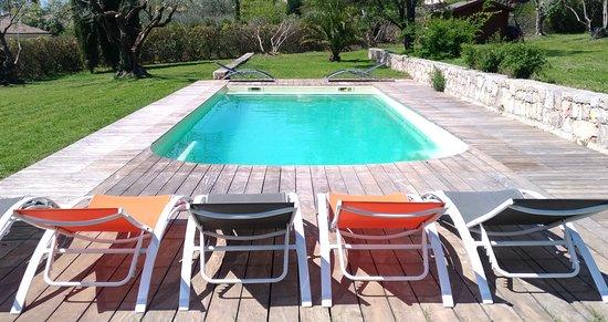 Tourrettes, France: La piscine de l'Escale Provençale