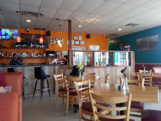 Sin Fronteras Cafe: Interior of Sin Fronteras, Glen Burnie. New, not rustic.
