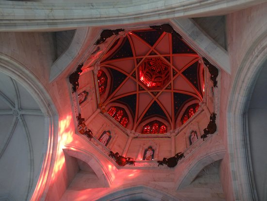 Mount Stuart: pink light from the ceiling in the chapel