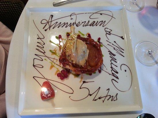 """Cuves, France: Le dessert """"spécial anniversaire"""""""