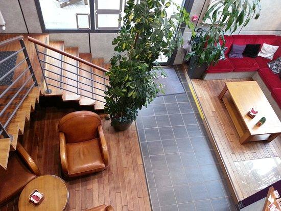 Cuves, France: Le salon pour prendre l'apéritif ou le digestif....quand il reste un peu de place...