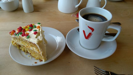 Capel Curig, UK: Coffee and cake