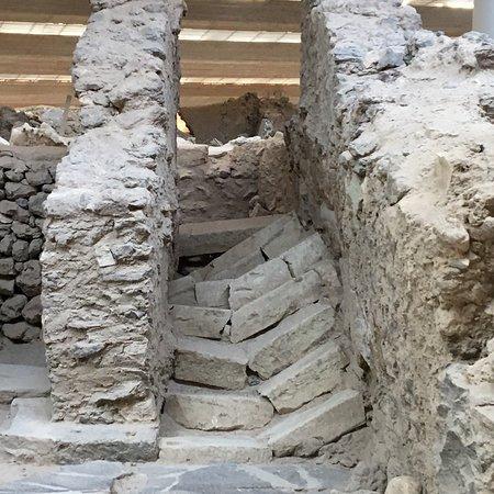 Akrotiri Archaeological Site: photo2.jpg