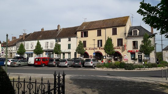 Chateau-Landon, فرنسا: 20180422_095347_large.jpg