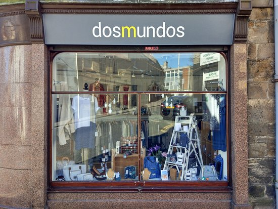 Dos Mundos: Shop window (High Street)